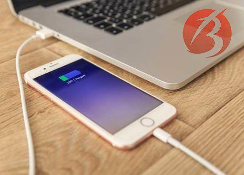باورهای غلط در مورد باتری موبایل - شارژ با لپ تاپ